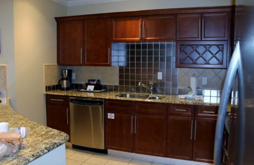 This kitchen is huge too!