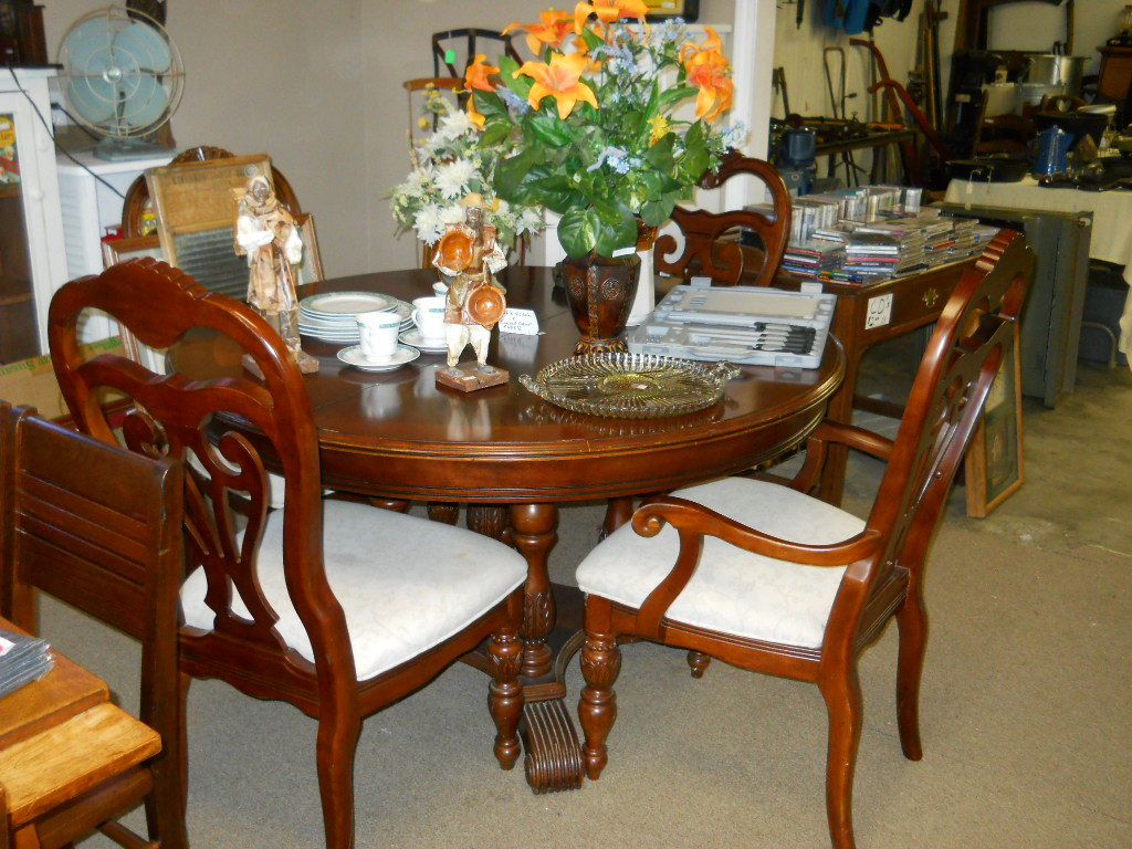 Thrifty Thursday: Dining Room Furniture