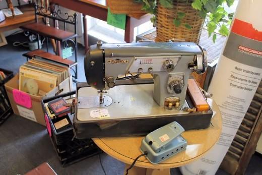 vintage sewing machine at the blue chicken thrift store.