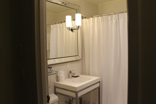 Even the bathroom was stylish.