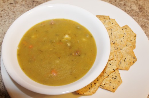 Progresso Traditional Split Pea With Ham Soup and crackers for lunch.
